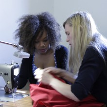 Volunteer Kate working with design student Ayo.